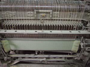よく整備された53台の中村式織機。
