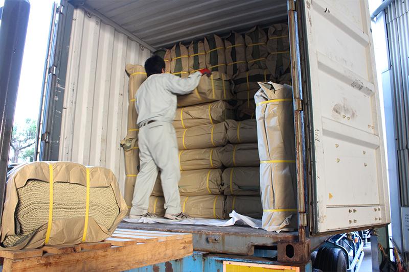 中国からコンテナで輸入された畳表